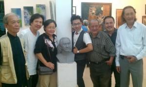 Hai nghệ sĩ Lê Bình và Mạc Can có tượng trong triển lãm này