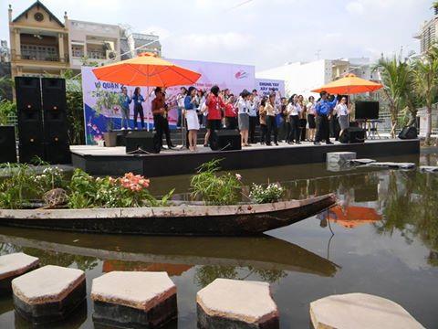 Sân khấu nước tại Cafe Đường Chân Trời