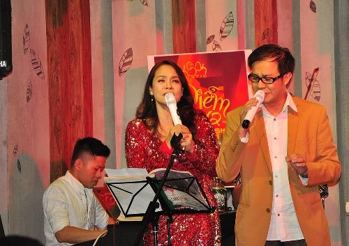 Ca sĩ Hồng Hạnh và Thái Hòa tại H-Cafe