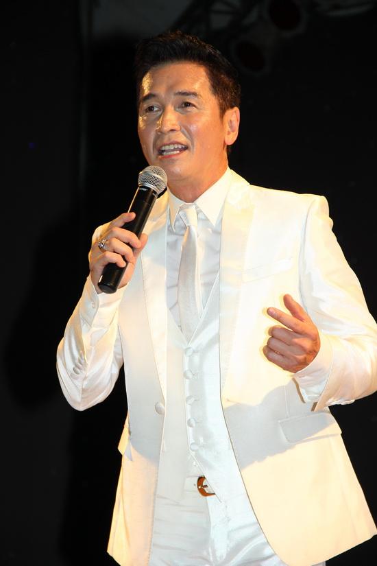 Ca sĩ hải ngoại Nguyễn Hưng trở lại với phòng trà Không Tên tuần này