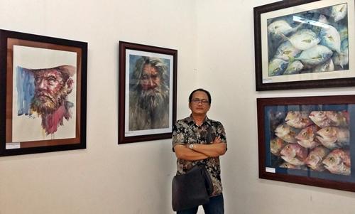 Họa sĩ Hoàng Võ (Võ Hoàng Nhựt) tại triển lãm