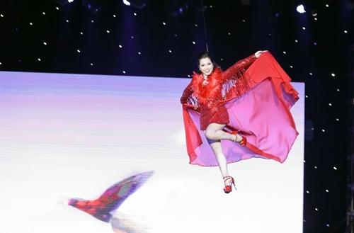 """""""Nữ hòang chim vẹt"""" Minh Trang LyLy bay cao"""