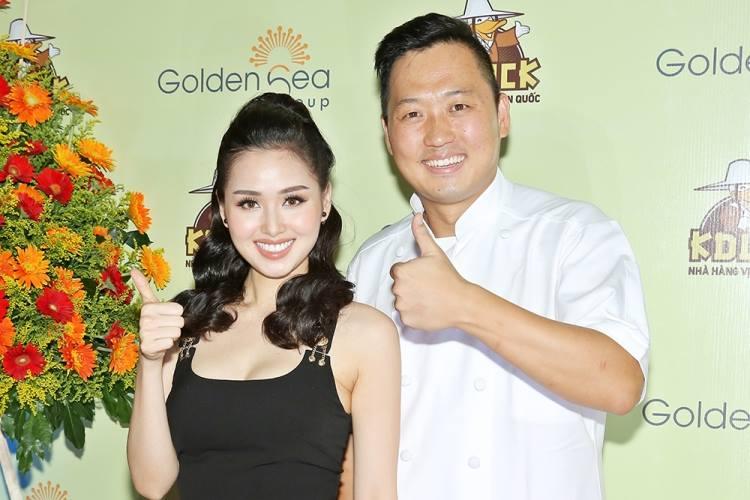 Tâm Tít và ông Bee Sang Jun – đầu bếp chính của nhà hàng