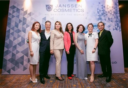 Lãnh đạo Janssen Việt Nam và các khách mời tại hội nghị