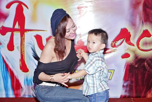 Phi Thanh Vân và con trai