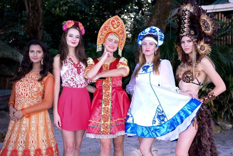 Các người đẹp Hoa hậu Đại sứ Du lịch Thế giới rực rỡ và ấn tượng trong phần ghi hình Quốc phục tại bãi biển Camayan