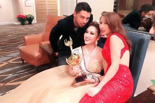 Bạn bè chúc mừng Tân hoa hậu Phi Thanh Vân