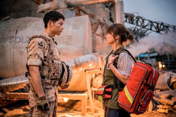 """""""Hậu duệ Mặt Trời"""" từng tạo nên """"cơn sốt"""" trên sóng truyền hình châu Á năm 2016. (Ảnh: KBS)"""
