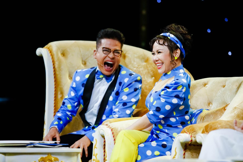Đêm chung kết tối nay hứa hẹn sẽ được cười thả ga cùng với 2 giám khảo Thanh Bạch và Việt Hương