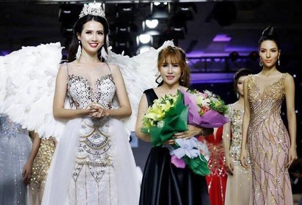NTK Ngọc Hồng được khán giả chúc mừng với BST Nắng Pha Lê của cô