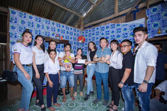Nghệ sĩ Chí Tài cùng đoàn thiện nguyện Hoa hậu Người Việt Liên Lục Địa 2018 về xã Diên Xuân làm từ thiện