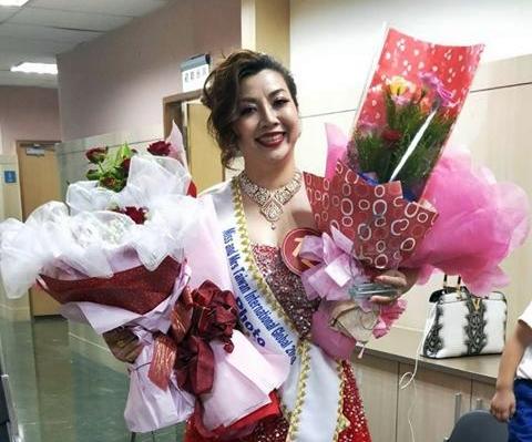 Hoa hậu Ảnh Kiều Nương được các fan tặng hoa chúc mừng