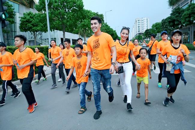 Á vương Hoàng Phi Kha cùng nhiều nghệ sỹ và tình nguyện viên chạy bộ 5km vì trẻ em hở hàm ếch