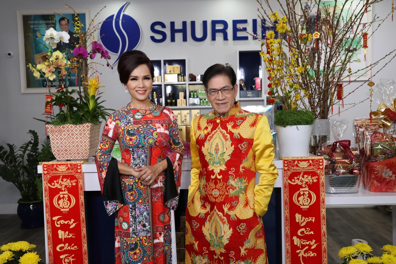 MC Nguyễn Ngọc Ngạn và hoa hậu Kiều Khanh chọn áo dài của NTK Thiệu Vy đón Tết