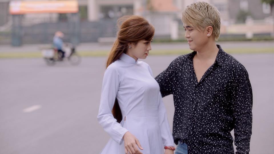 Sau khi rò rỉ poster, cuối cùng MV 'Em là cô gái miền Trung' của Lê Trọng Hiếu cũng đã chính thức ra mắt