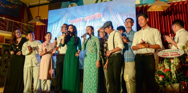 Đông đảo nghệ sĩ, khách mời có mặt tại minishow 01