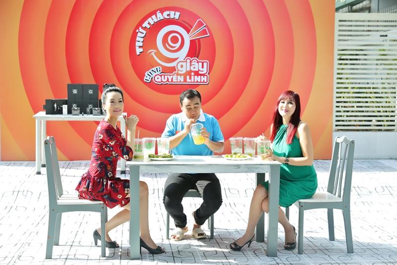 MC Quyền Linh cũng tham gia thi uống trà tắt