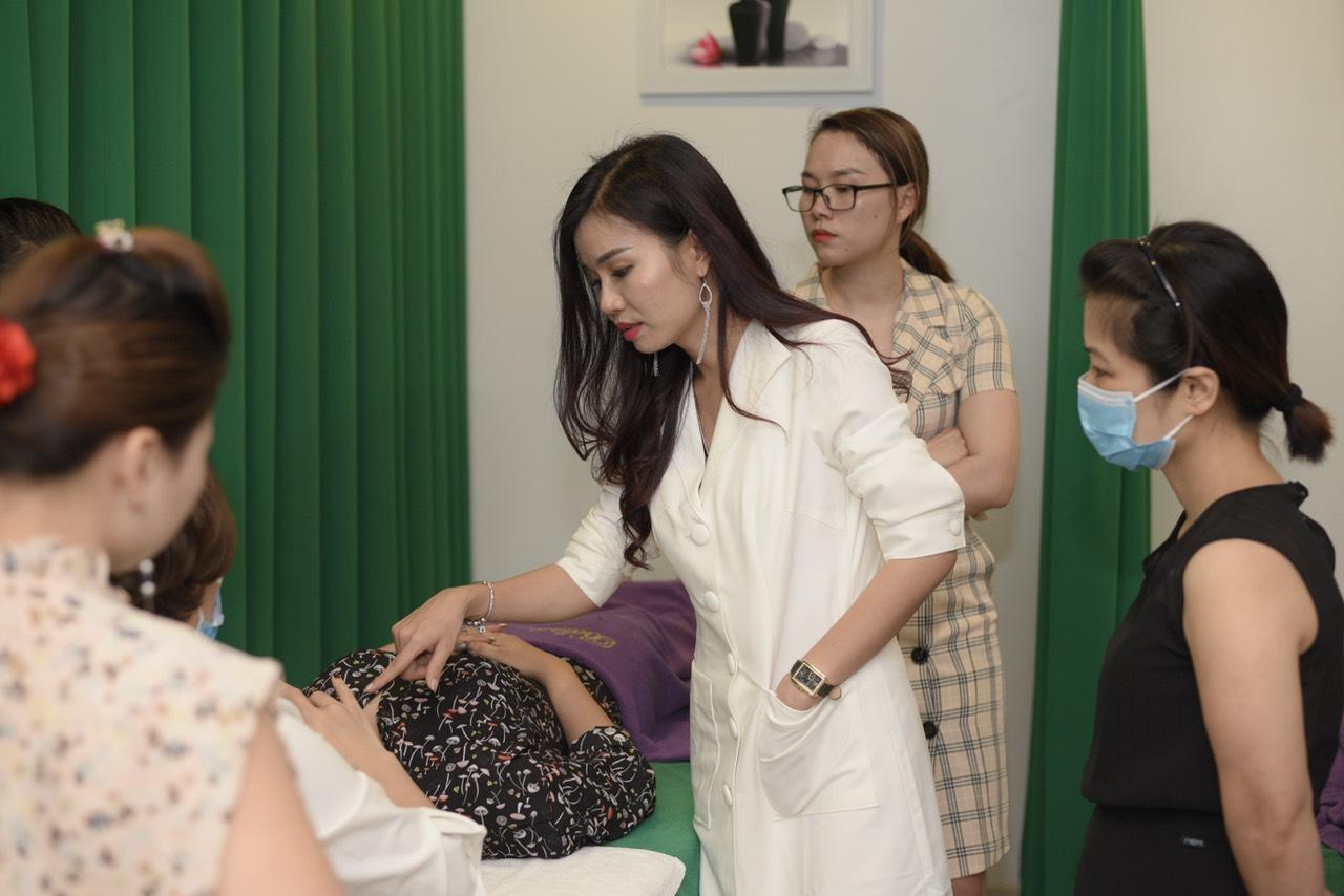 Chia sẻ kiến thức về các phương pháp điều trị, chăm sóc và làm đẹp da.