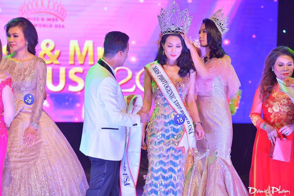 Đỗ Quỳnh Trang không tin vào mắt mình khi được xướng tên trở thành Hoa hậu Mrs Vietnam World USA 2019