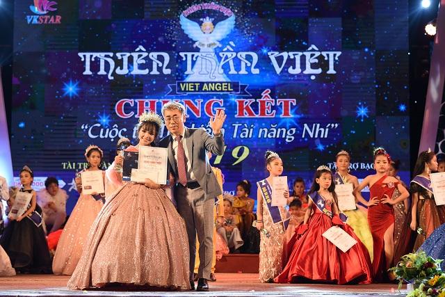 Nguyễn Thị Triệu Vy giành cú đúp giải thưởng
