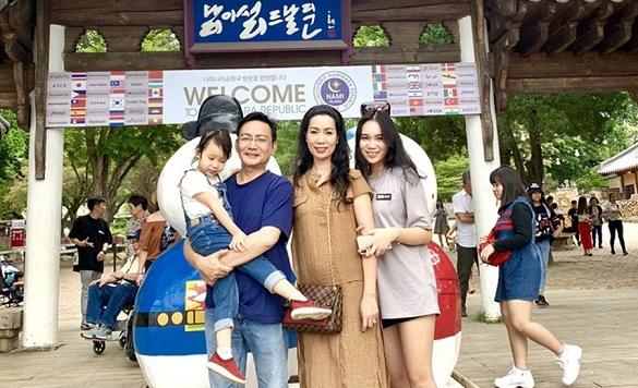 Gia đình NSUT Trĩnh Kim Chi tại Hàn Quốc