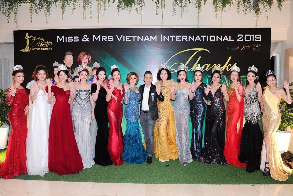 Hoa hậu Châu Mai Thảo cùng Mr Trường Nguyên và các Tânhoa hậu, á hậu vừa đoạt giải Miss & Mrs Vietnam International 2019