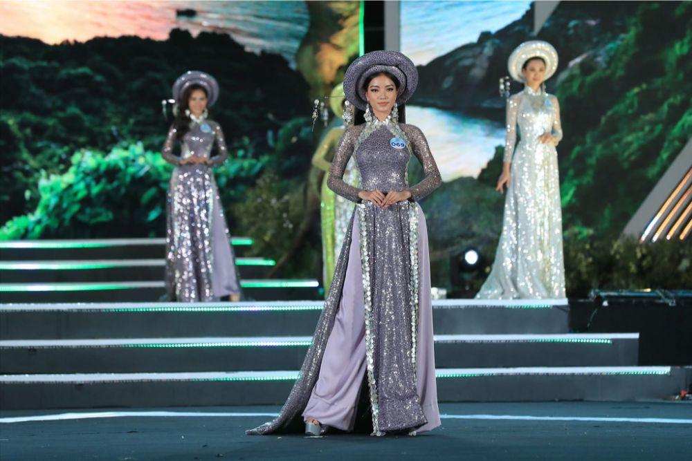 Các thí sinh Miss World Việt Nam khoe trọn thanh xuân trong áo dài Sơn Trà của NTK Việt Hùng
