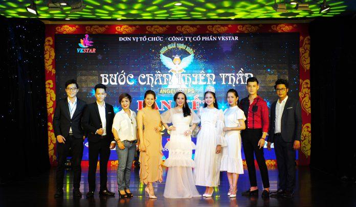 Đạo diễn Phan Quý (bìa phải) và êkip sản xuất cuộc thi Thiên thần Việt 2019