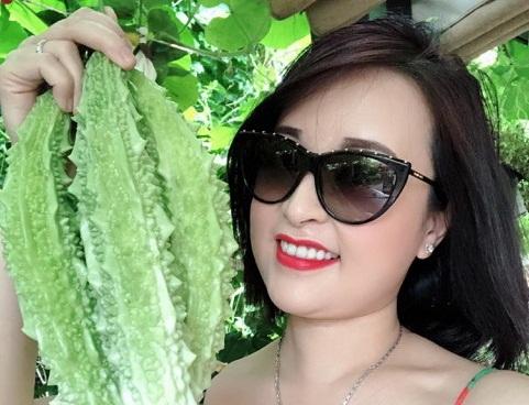 Tại đất Mỹ mà hoa hậu Sandy Nguyễn vẫn trồng được vườn rau xanh mướt, đầy đủ hoa trái Việt Nam
