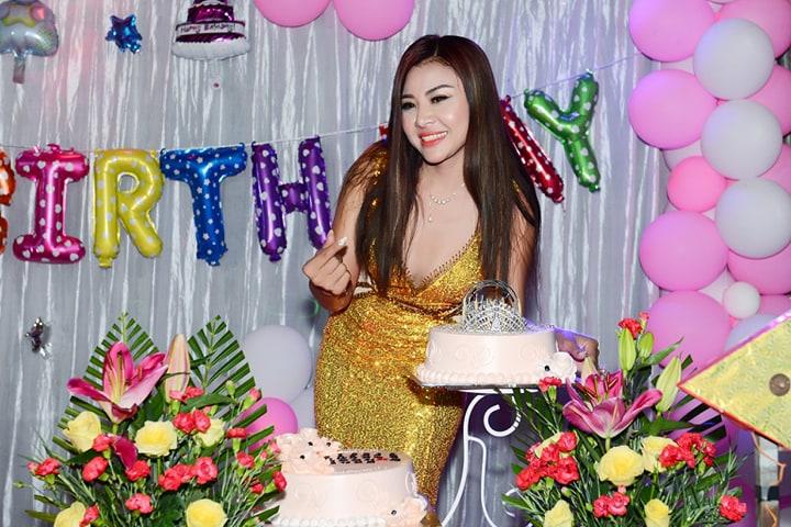 Hoa hậu Lê Khánh Tiên trong ngày sinh nhật