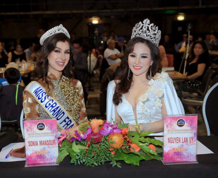 Hoa hậu Nguyễn Lan Vy hội ngộ với Hoa hậu Hòa bình Pháp Sonia Mansour trên ghế nóng