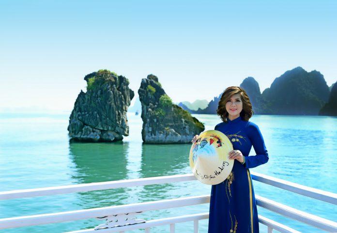 Á hậu Phạm Kiều Oanh tại vịnh Hạ Long