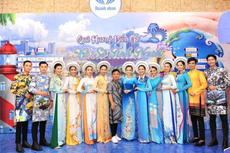 """BST """"Sắc màu ủa biển"""" của NTK Việt Hùng"""