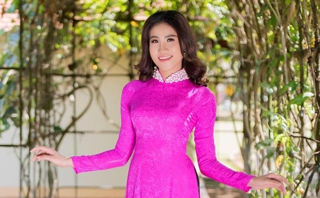 Hoa khôi Lữ Thị Huỳnh Như trong tà áo dài của NTK Nguyễn Tuấn