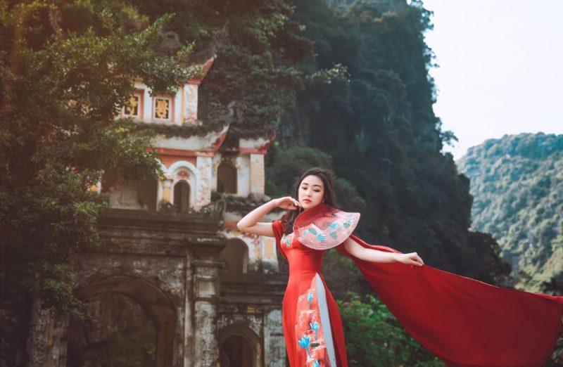 """Vũ Trần Bảo Nguyên mang """"Đại sứ Áo dài Việt Nam"""" đến đất Kinh Kỳ xưa"""