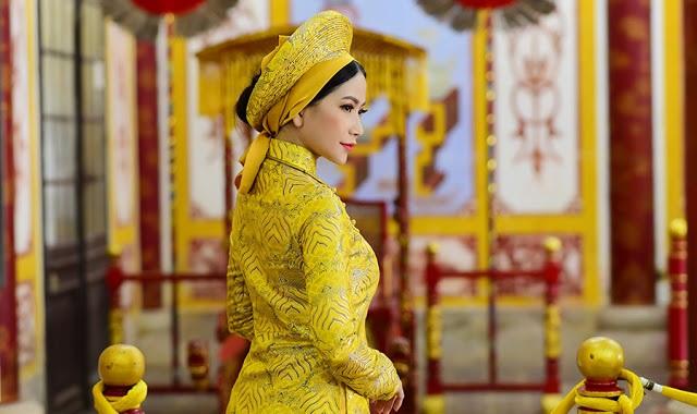 Á hậu Trang Thảo trong trang phục áo dài cung đình