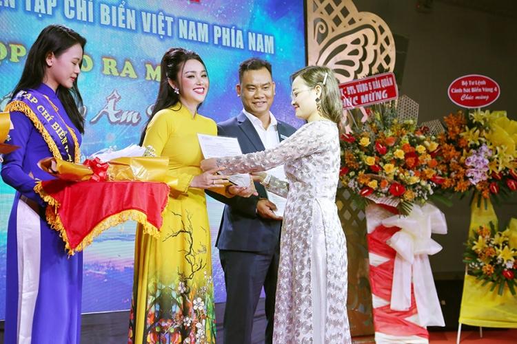 Amy Lê Anh xúc động khi được giao trọng trách Trưởng ban Văn hóa Tạp chí Biển