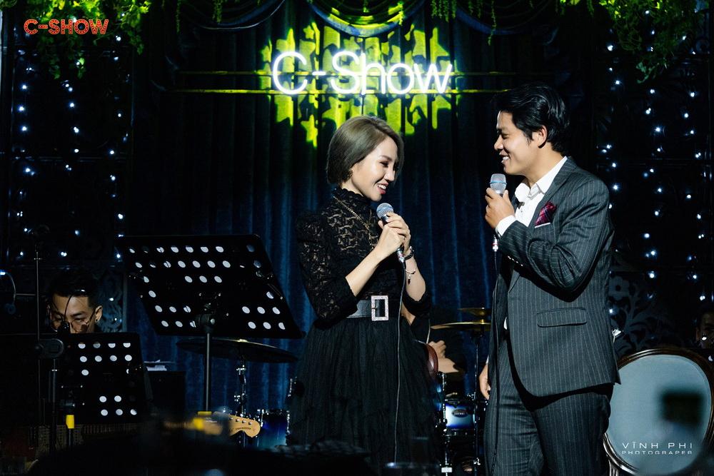 Nguyễn Văn Chung khiến khán giả vui buồn với các ca khúc của mình trong minishow