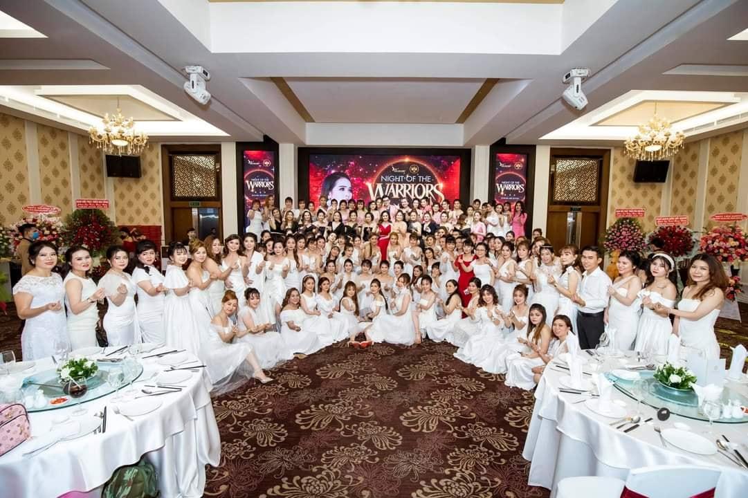 """Siêu event """"Night Of The Warriors"""" hoành tráng của Bà trùm mỹ phẩm - mẹ đơn thân Vũ Kim Hiền"""