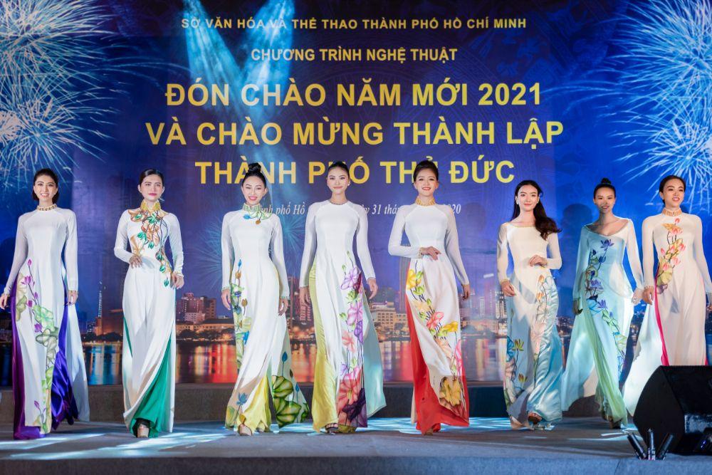 Các người mẫu nổi tiếng tham gia biểu diễn trong đêm nghệ thuật Đón chào năm mới và mừng thành lập thành phố Tyhủ Đức