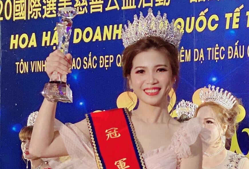 Châu Thị Mỹ đăng quang ngôi vị Nhất Quán quân Hoa hậu Doanh nhân Thế giới Taiwan 2020