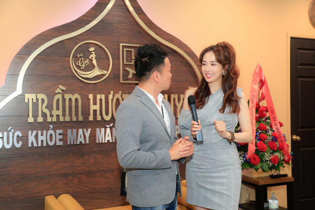MC Ngọc Khánh xuất hiện xinh đẹp tại sự kiện khai trương cửa hàng Trầm Hương Nguyễn – Golden Agawood Jewelry