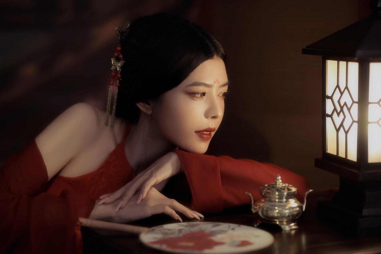 Ca sĩ Trương Đình sexy, quyến rũ trong bộ ảnh cổ trang